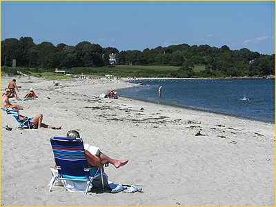 family-friendly third beach in middletown has low surf